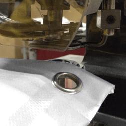 Occhielli zincati diam. 2,4cm ogni 35cm