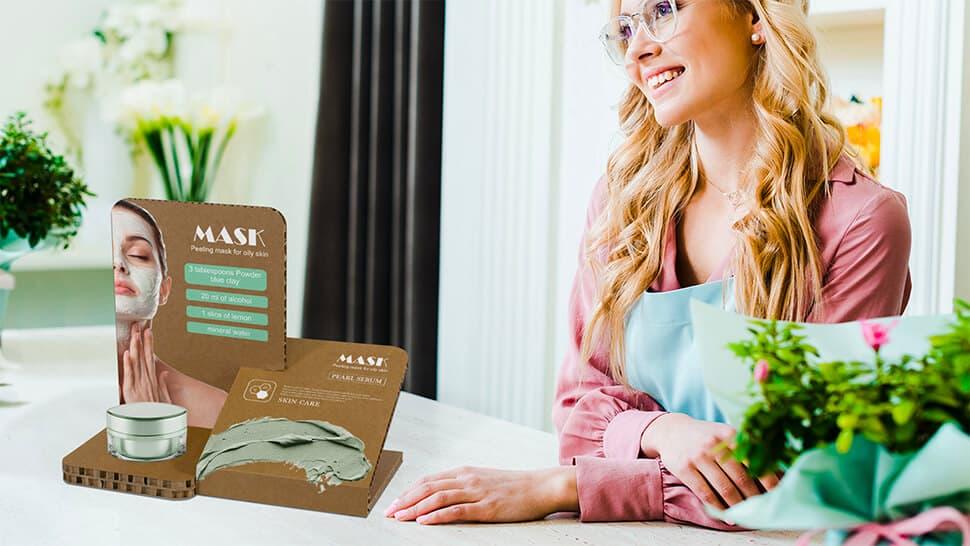 Espositore da banco con fori personalizzabili per prodotti di cosmetica | tictac.it