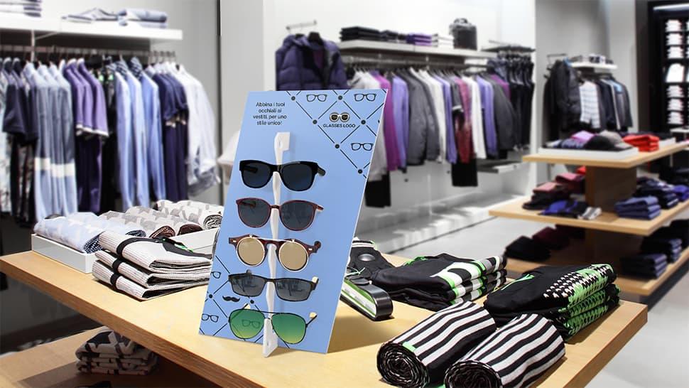 Espositore Diago bianco in un negozio di abbigliamento | tictac.it