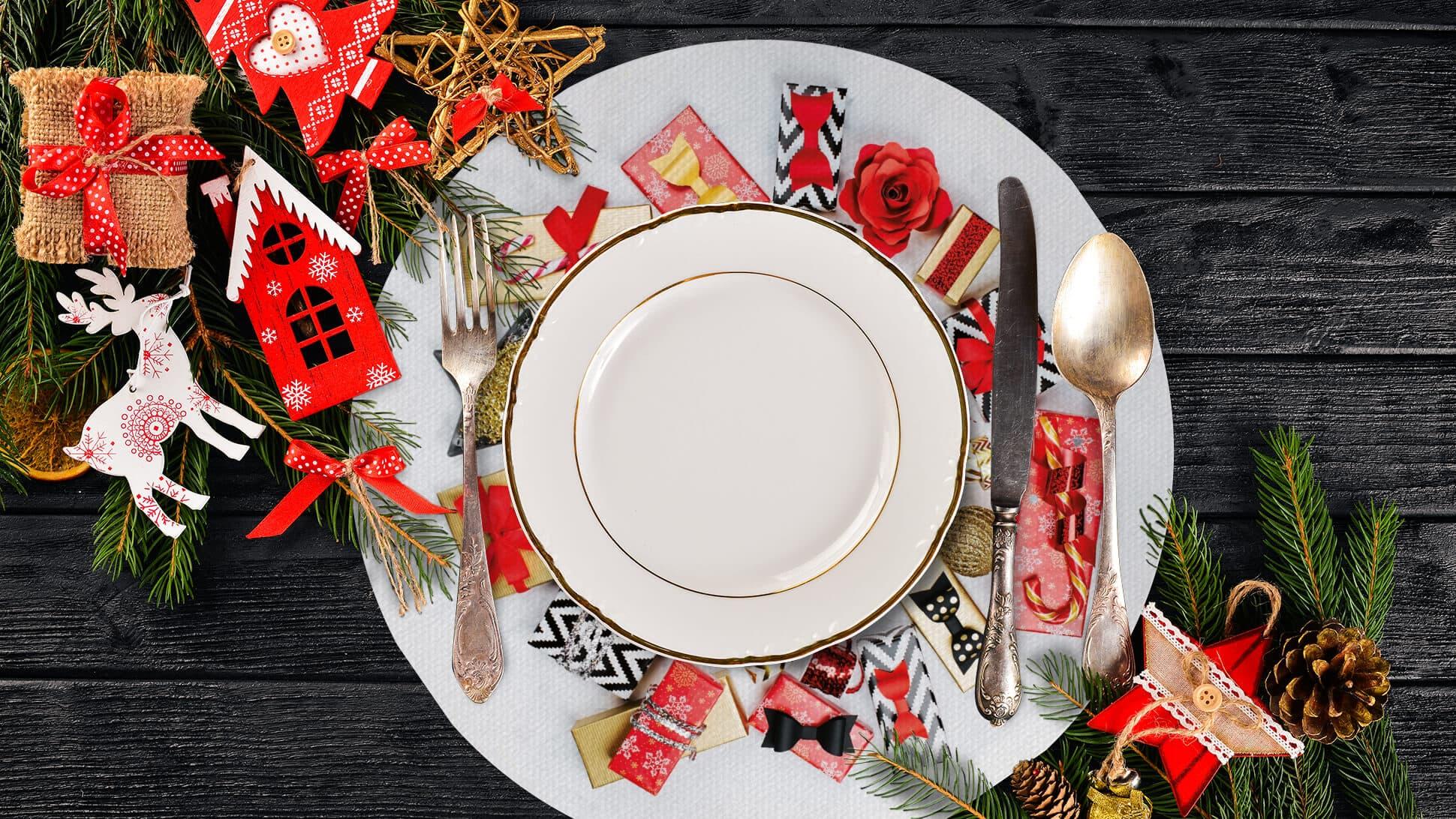 tovaglietta tonda natalizia con pacchetti regalo oro e rossi | tictac.it