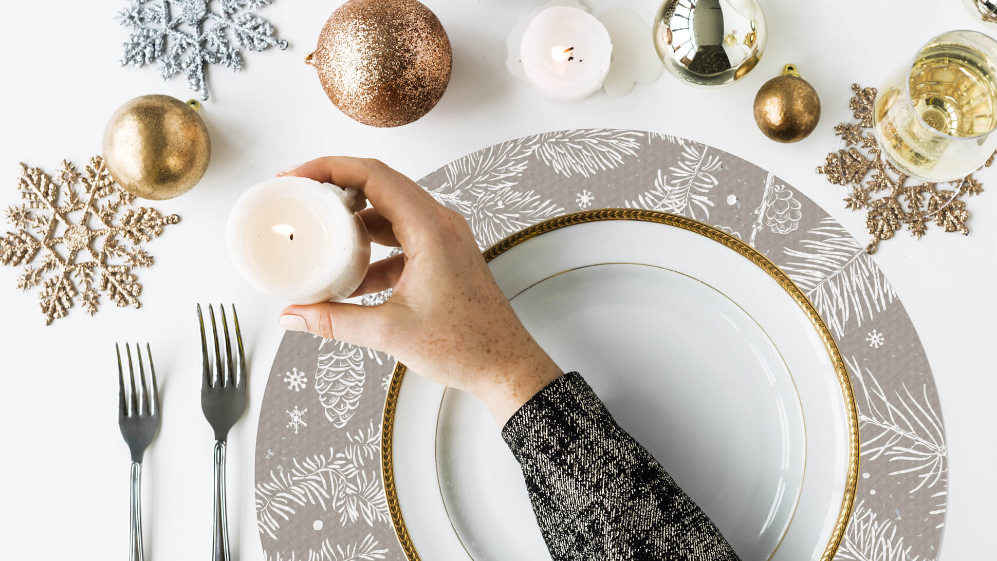 tovaglietta tonda color tortora con decorazioni natalizie | tictac.it
