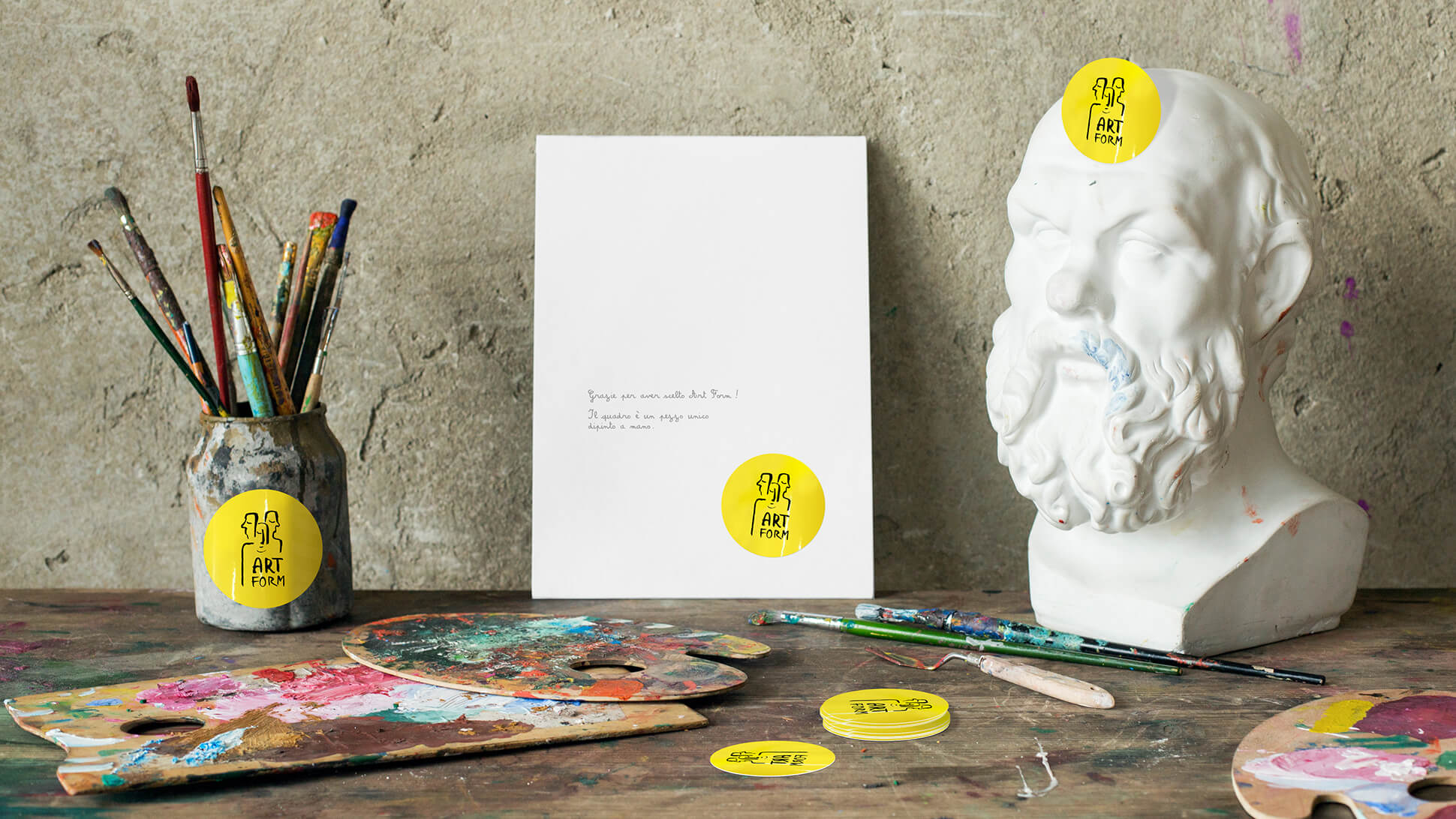 Adesivi sticker fustellati al perimetro personalizzabili per negozi e attività | tictac.it