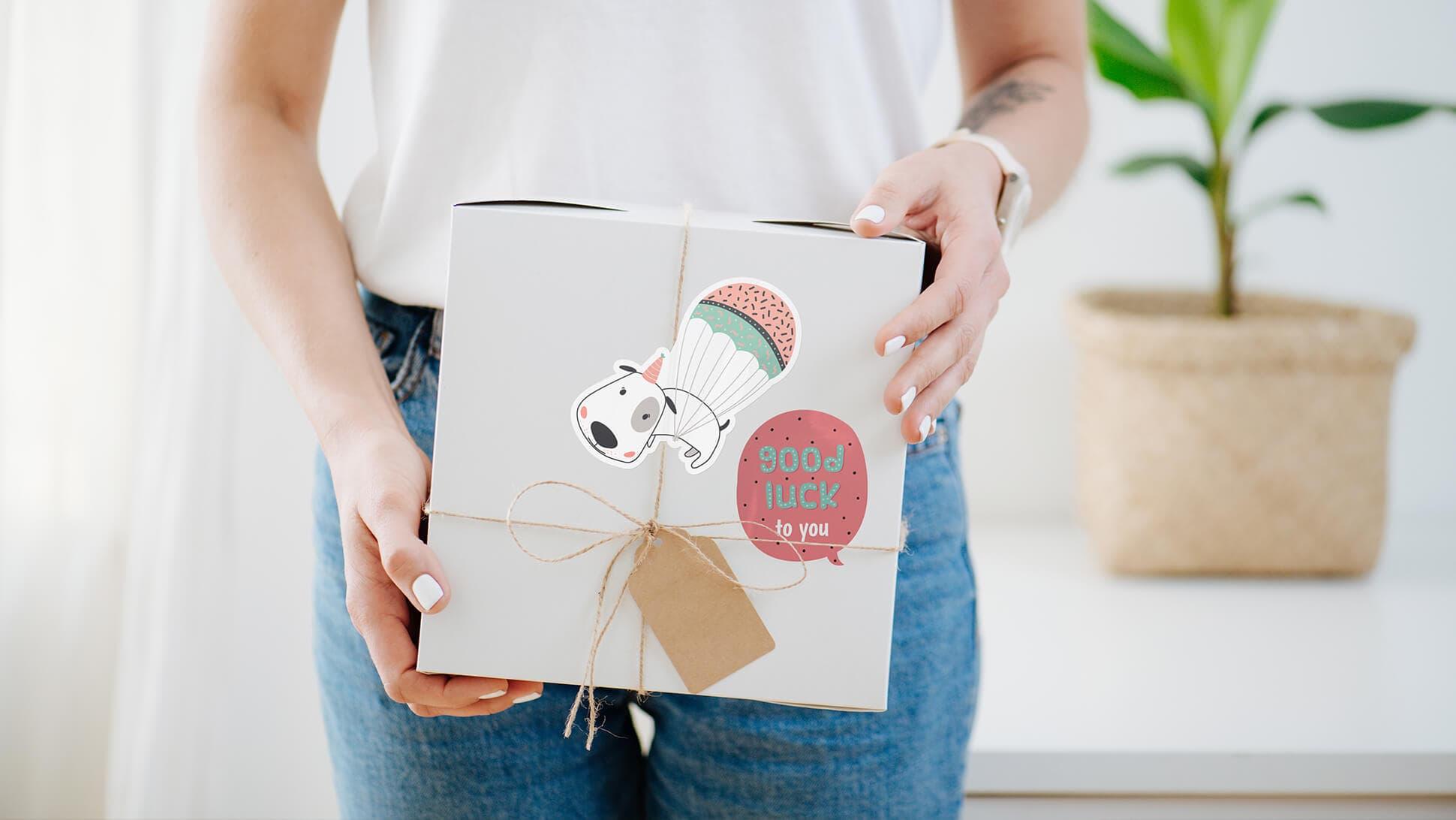 Sticker adesivi personalizzabili chiudipacco in pvc bianco | tictac.it