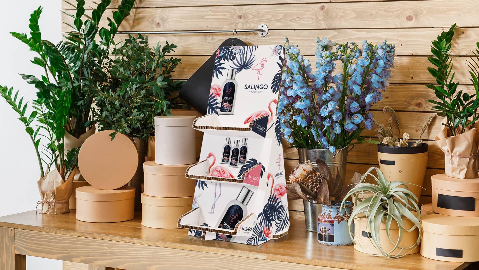 Espositore bianco noce in cartone con tre ripiani con grafica profumi | Tictac.it
